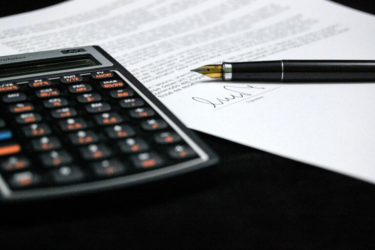 calculator and lease contract