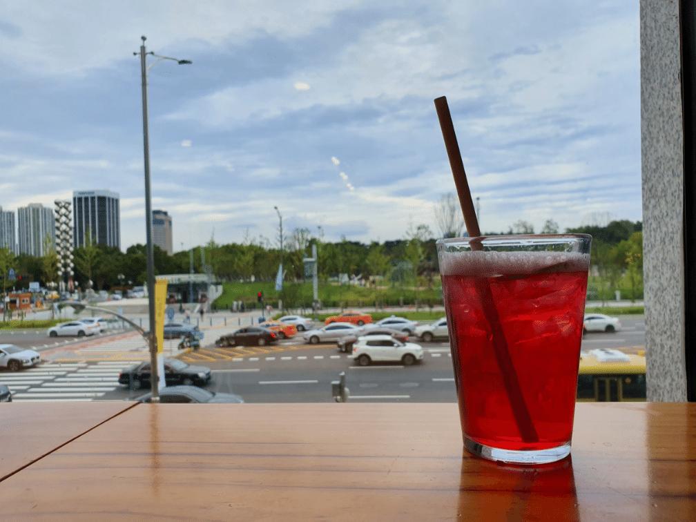 starbucks iced tea in glass
